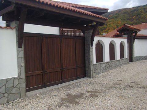 Автоматична, плъзгаща портална врата