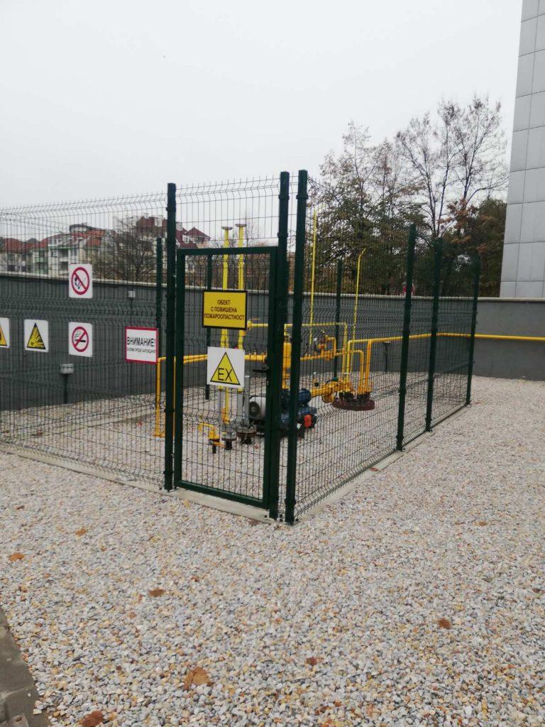 Метална ограда и врата
