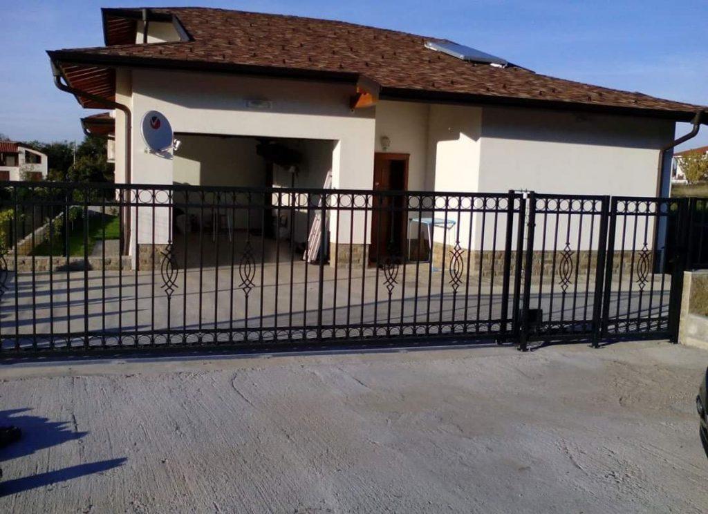 Портални врати - плъзгаща и входна врата