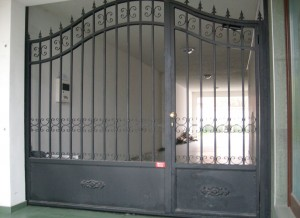 Автоматична врата ковани елементи